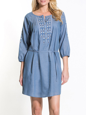 Robe en chambray brodée