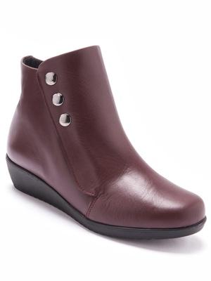 Boots cuir à très large ouverture.