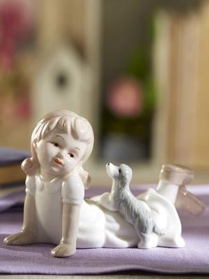 La figurine en porcelaine véritable