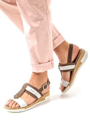Sandales cloutées à mémoire de forme