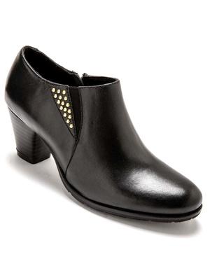 Boots basses en cuir, avec clous